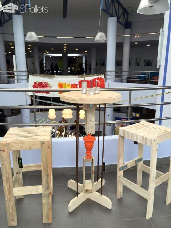 Table Haute Et Deux Tabourets / Pallet Bar Table & Two Bar Stools DIY Pallet Bars Pallet Benches, Pallet Chairs & Stools