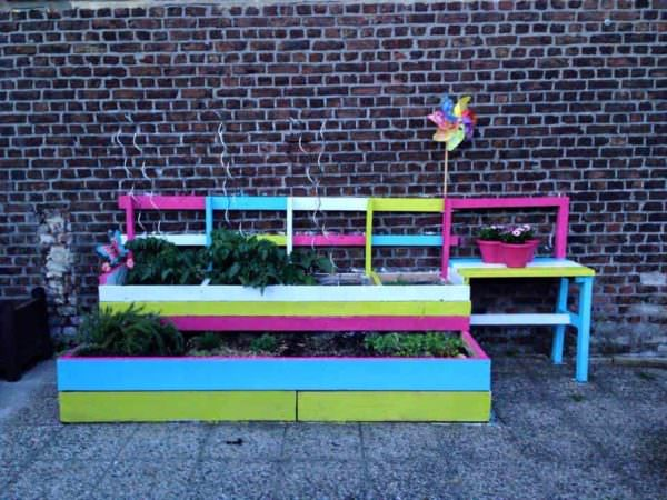 Urban Garden With Reclaimed Wood Lounges & Garden Sets