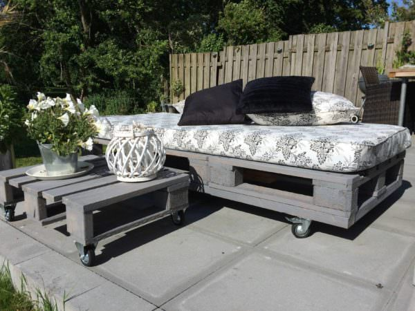 1,5 Pallets For This Modern Daybed Lounges & Garden Sets