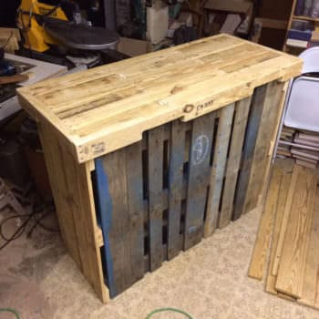 4 Pallets Backyard Bar