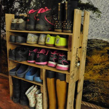 Diy: Shoe Shelf From Pallets