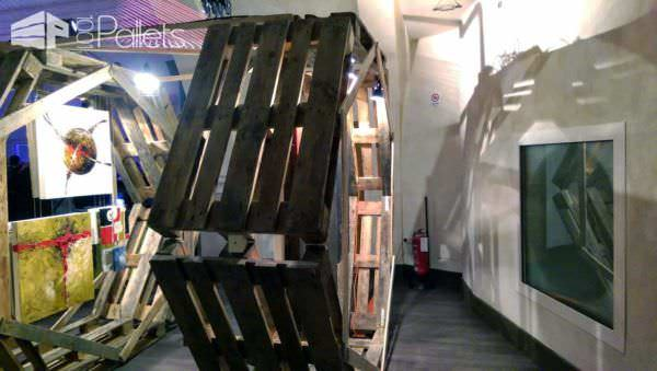 Esagomo: A Pallet Module Made For Exhibitions Pallet Store, Bar & Restaurant Decorations