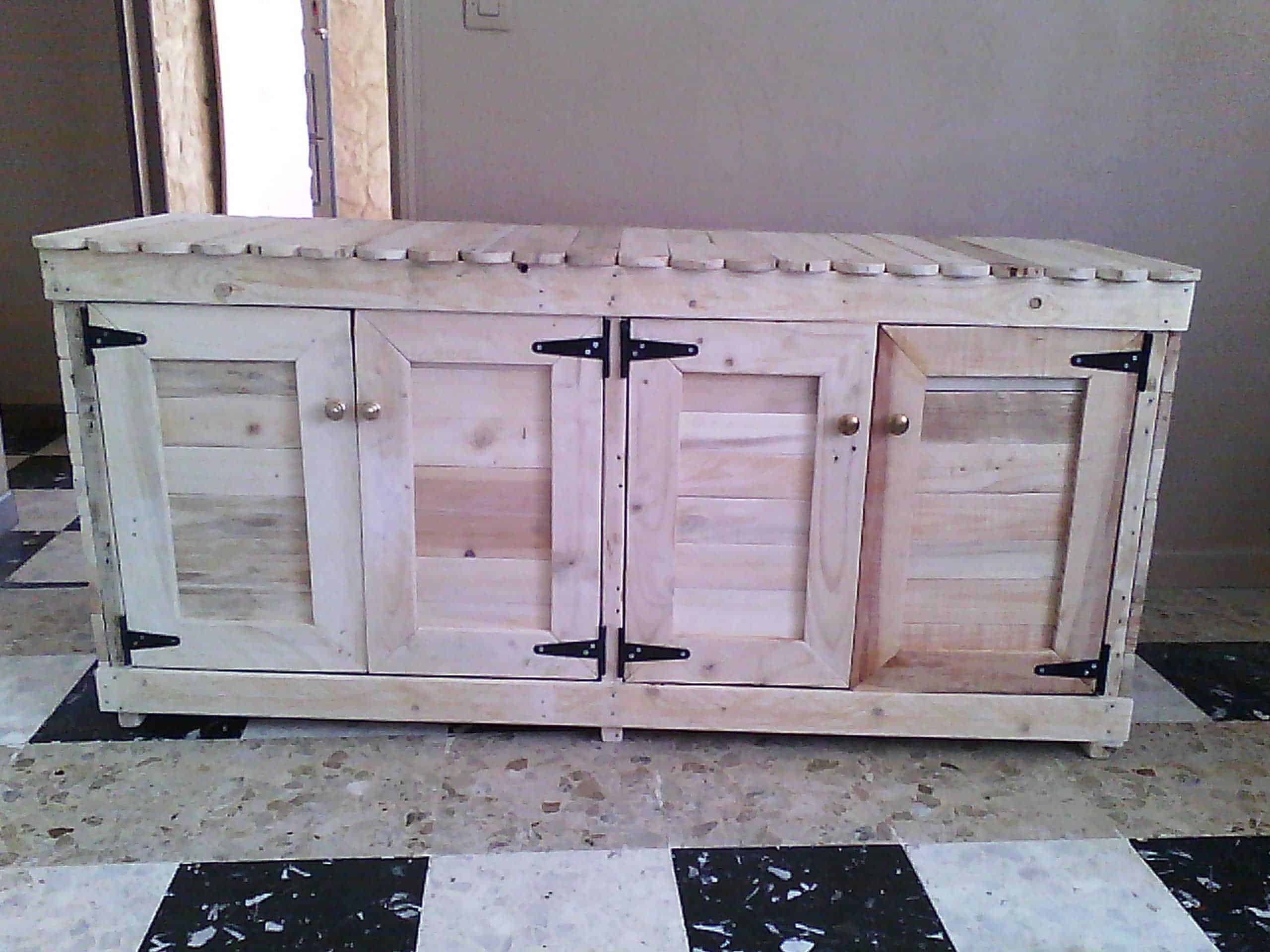 Trailer makover with recycled pallet wood 1001 pallets - Cupboards made from pallets ...
