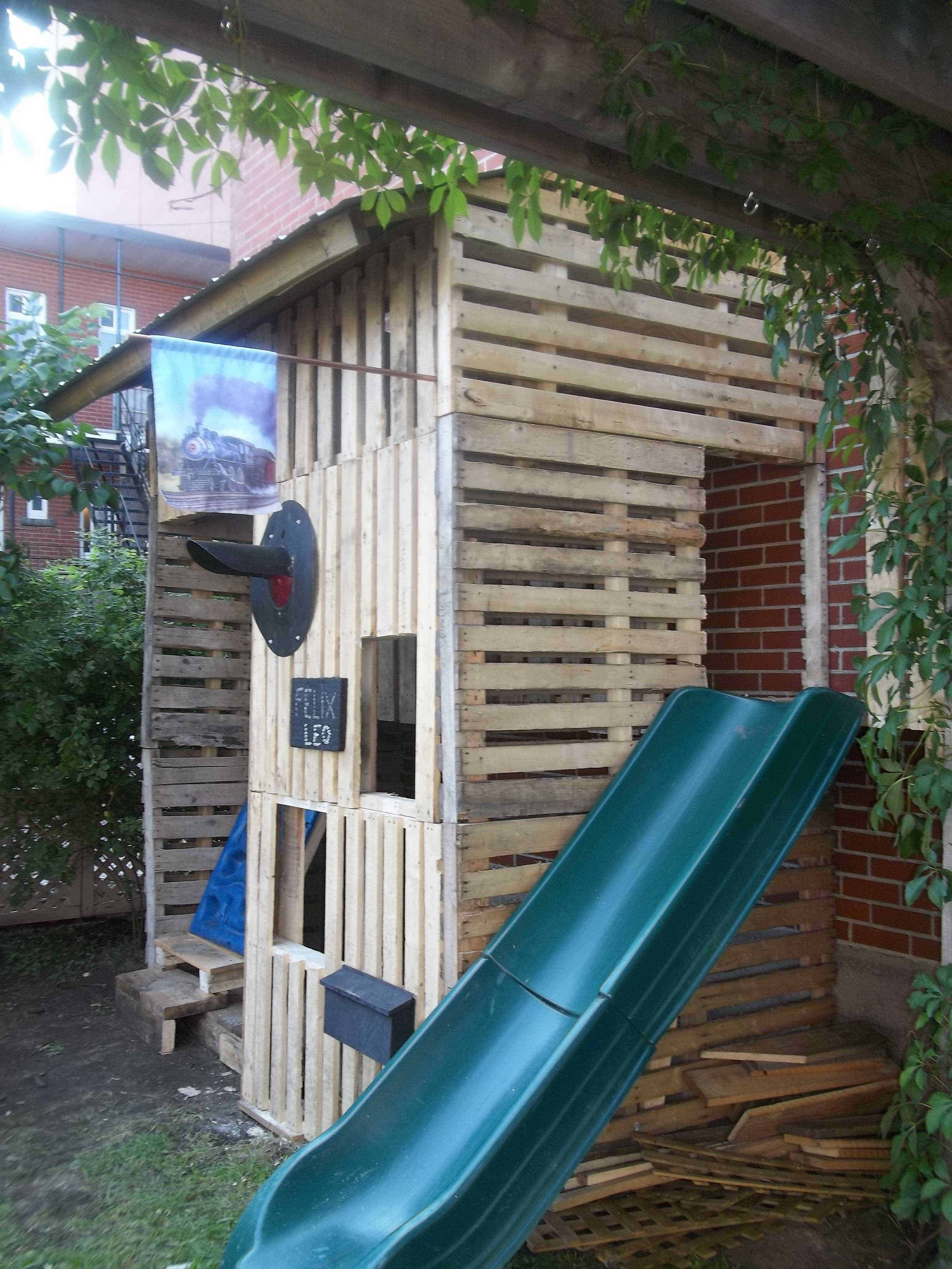 Kids pallet playhouse with climbing wall 1001 pallets