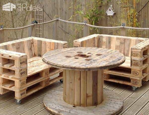 handmade-pallet-chairs-on-wheels