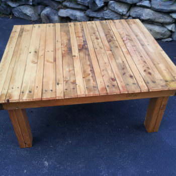 Tables & Benches Made Out of Repurposed Pallets