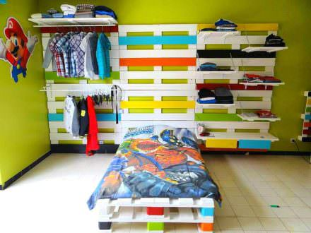 Bed & Wardrobe Rack Made From 28 Recycled Pallets