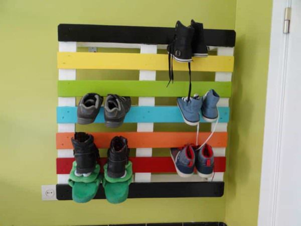 Shoe Rack From One Recycled Pallet Pallet Shelves & Pallet Coat Hangers