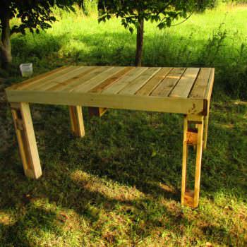 Table et bancs de jardin en palettes pallet garden table and bench 1001 p - Table de jardin palette ...