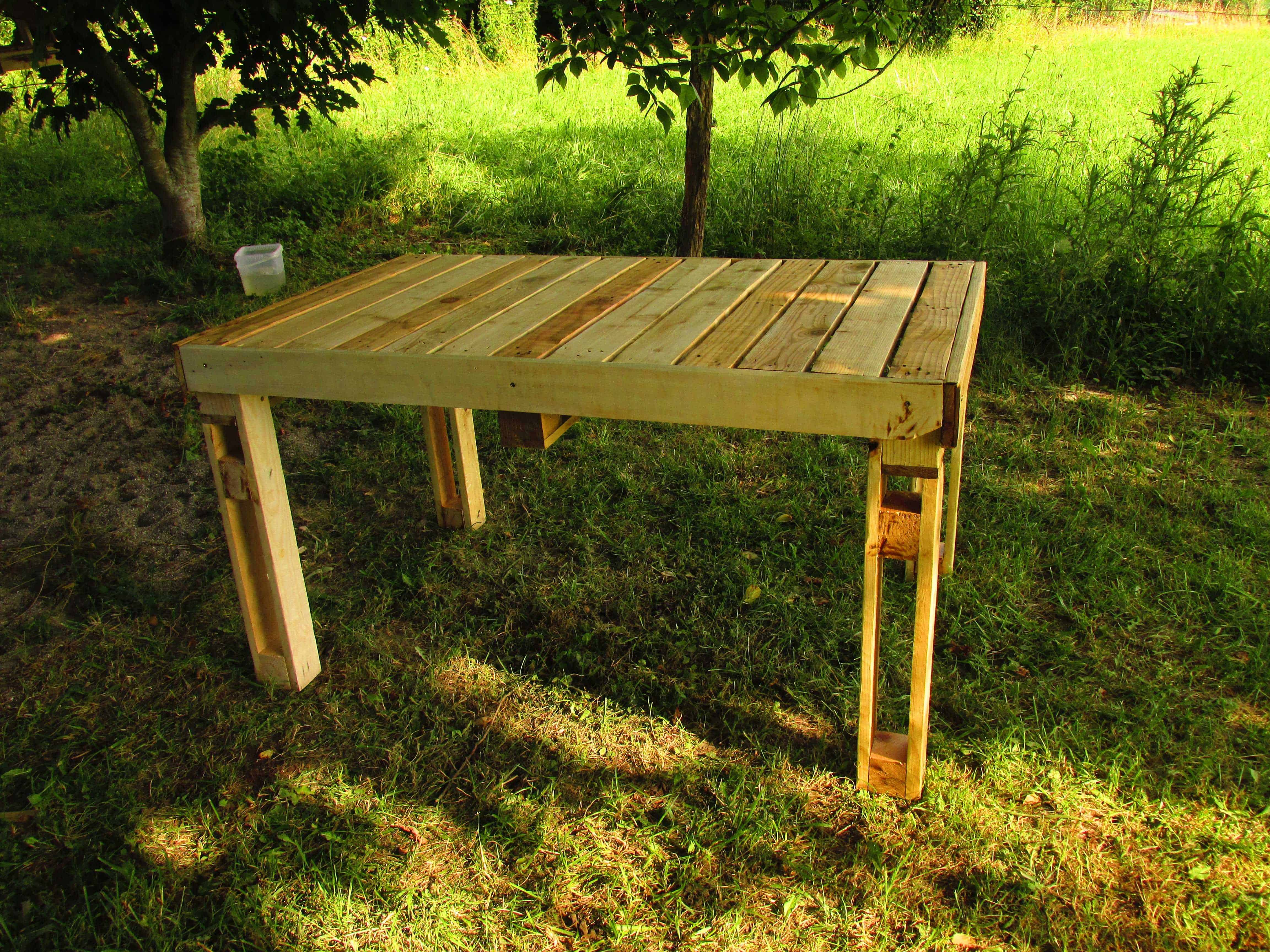 table de jardin pallet garden table 1001 pallets