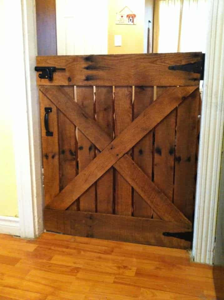 baby or dog gate made with only one pallet 1001 pallets. Black Bedroom Furniture Sets. Home Design Ideas