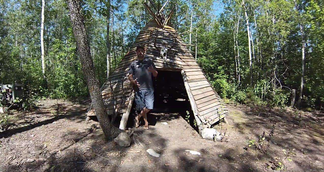 Crazy Pallet Teepee Made Out Of 70 Pallets 1001 Pallets