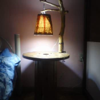 Lampara Y Mesa De Noche De Carrete / Branch Lamp & Reel Bedside Table