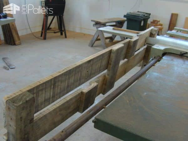 Simple Pallet Headboard DIY Pallet Bedroom - Pallet Bed Frames & Pallet Headboards