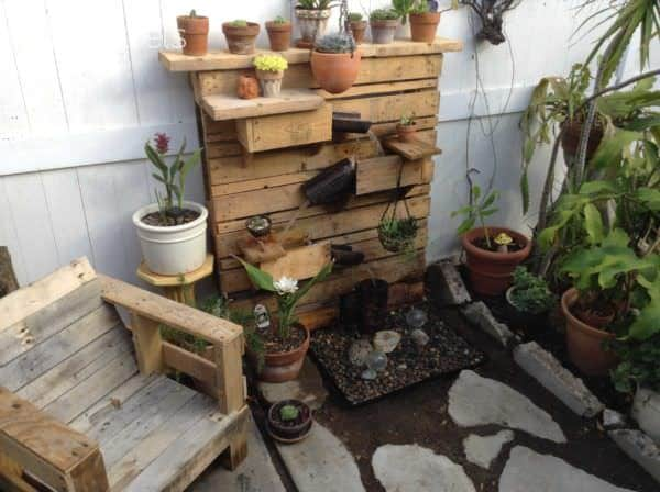Beautiful Backyard Pallet Fountain Lounges & Garden Sets