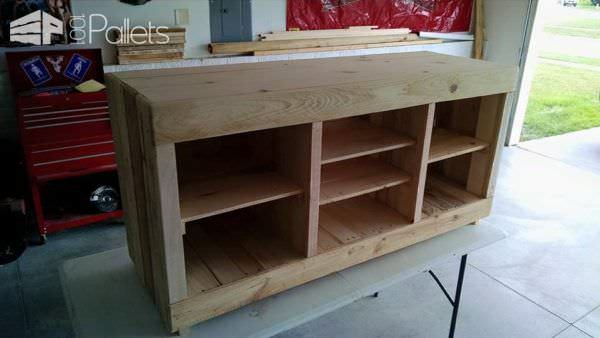 Entertainment Center Pallet TV Stands & Racks