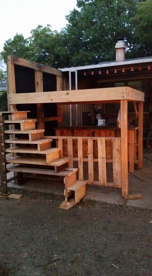 King Loft Pallet Bed With Stairs DIY Pallet Bedroom - Pallet Bed ...