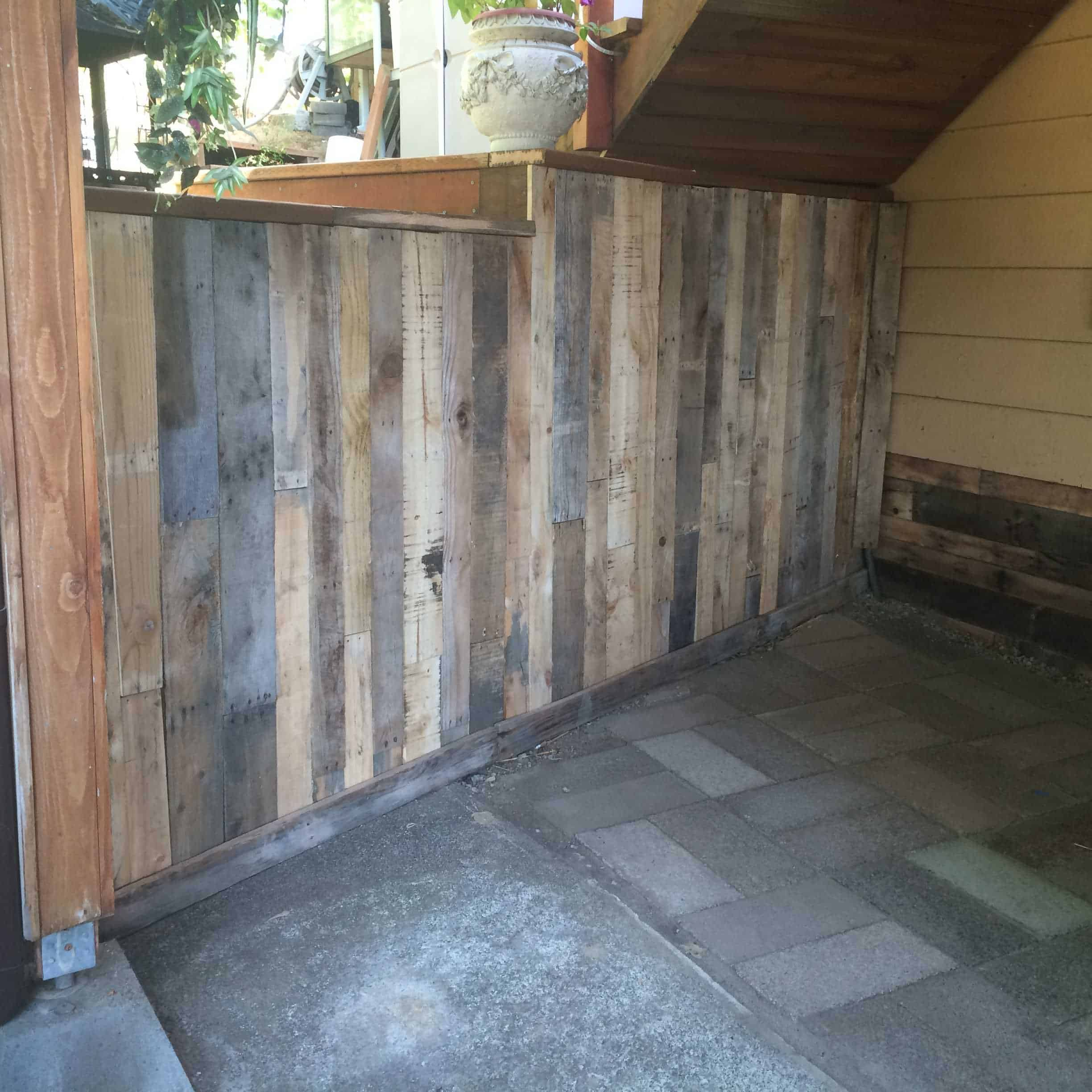 Outdoor Wall Covered With Pallets • 1001 Pallets on Backyard Wall Covering Ideas id=65294