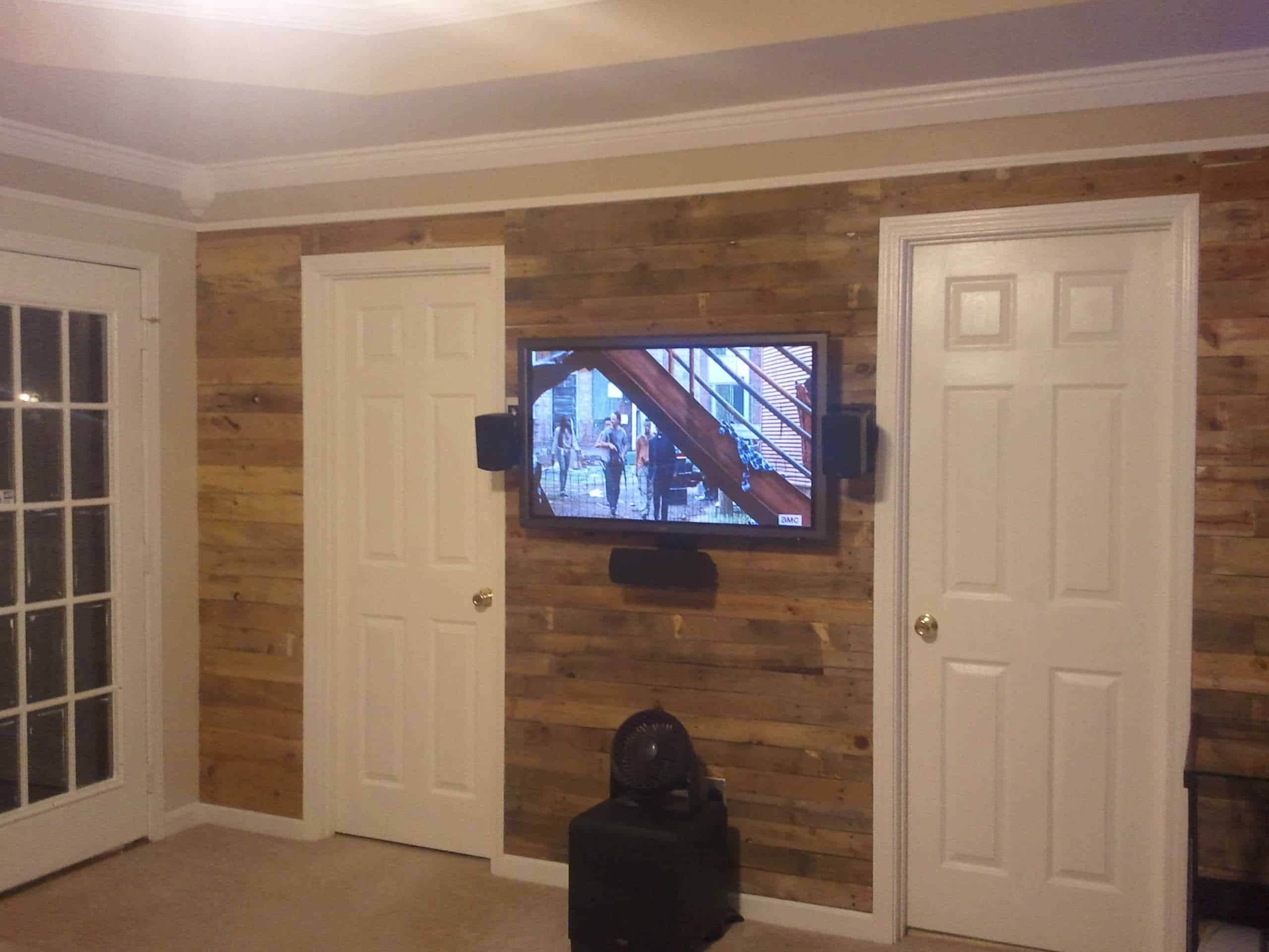 living room accent pallet wall 1001 pallets. Black Bedroom Furniture Sets. Home Design Ideas