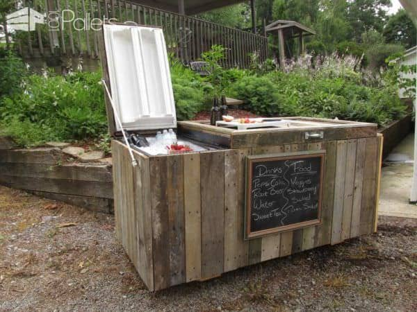 DIY Rustic Cooler From Broken Refrigerator and Pallets2