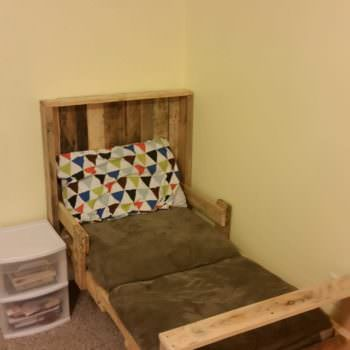 Toddler Pallet Bed From Repurposed Pallets O 1001 Pallets