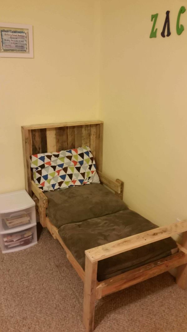 Toddler Pallet Bed DIY Pallet Bedroom - Pallet Bed Frames & Pallet Headboards Fun Pallet Crafts for Kids
