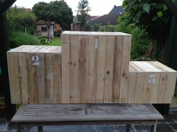 Podium Made Out Of Repurposed Pallets Pallet Terraces & Pallet Patios