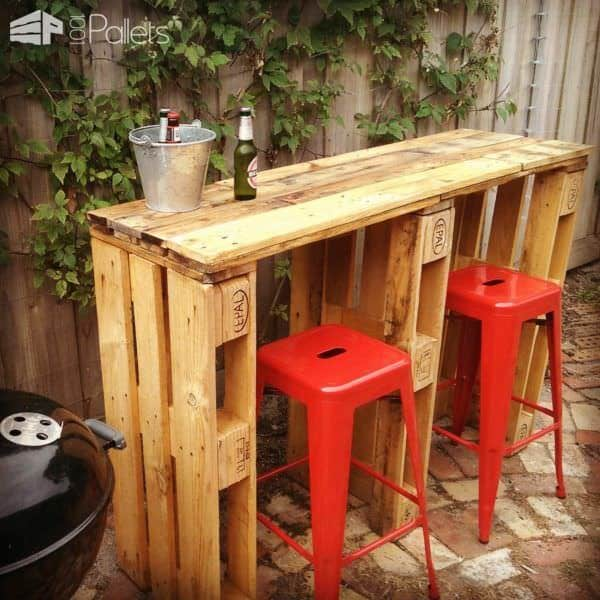 35 Awesome Wooden Pallet Bars26
