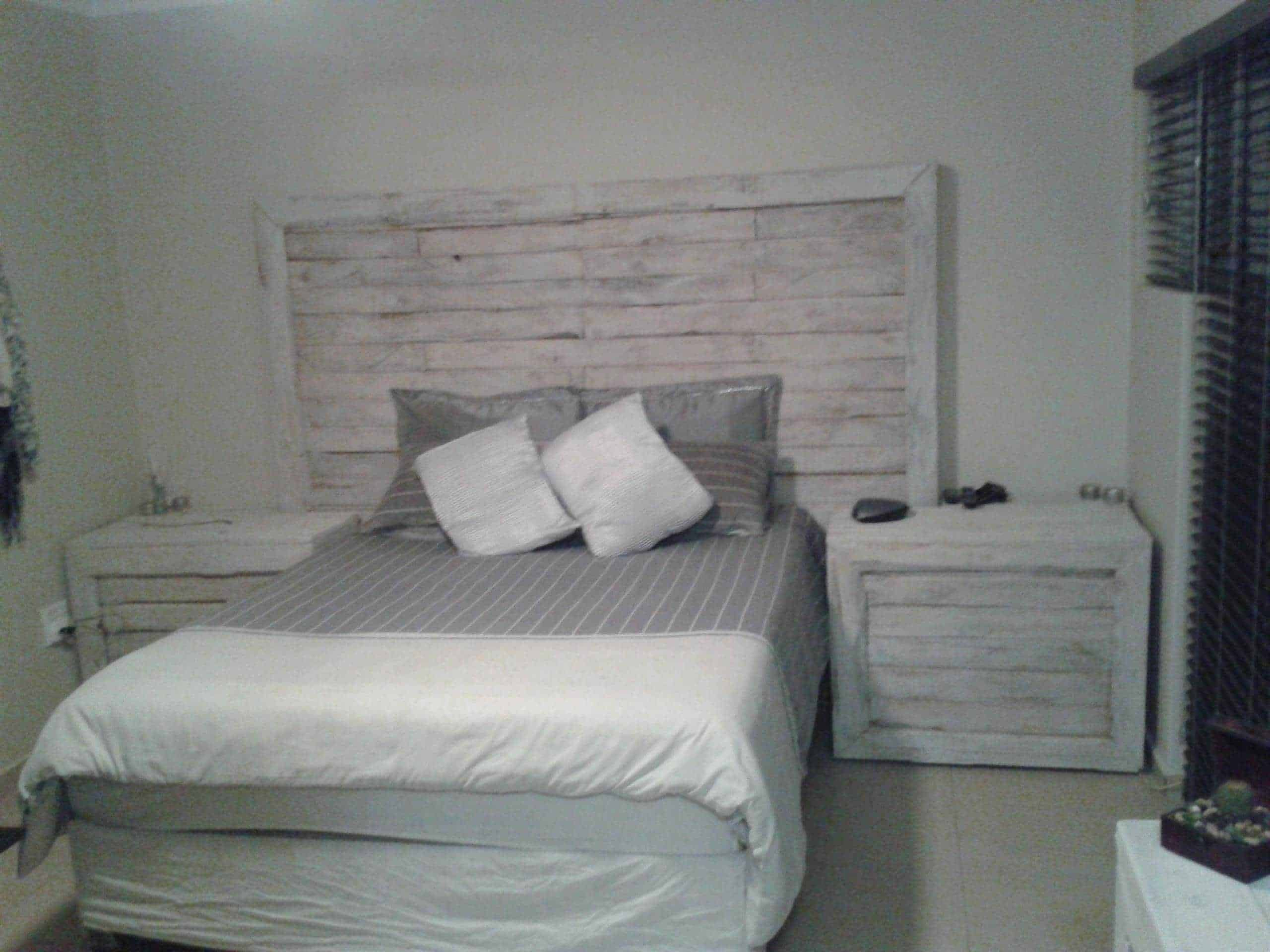 Pallet Bed Headboard & Side Tables • Pallet Ideas • 1001 Pallets
