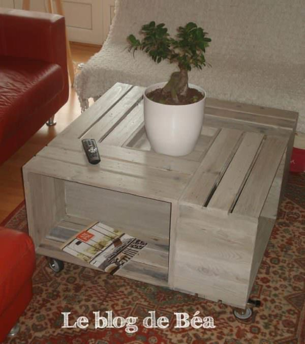 Table basse bar en bois de palettes pallet coffee table for Table basse palette roulette