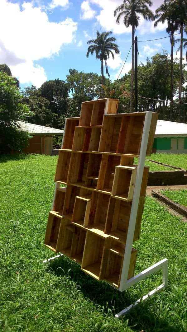 When A Designer Play With Wooden Pallets Pallet Bookcases & Bookshelves Pallet Shelves & Pallet Coat Hangers