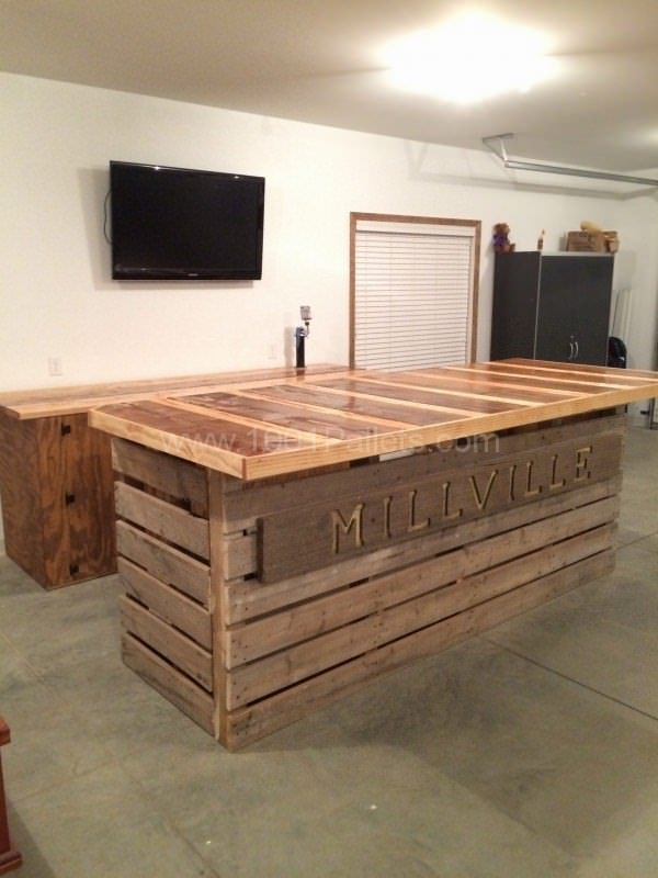 35 Awesome Bars Made Out Of Reclaimed Wooden Pallets