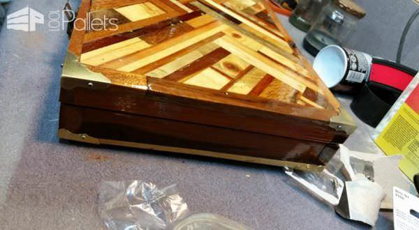 Can You Believe a Laptop Briefcase Can Be Made Out of Pallets ? Pallet Home Accessories