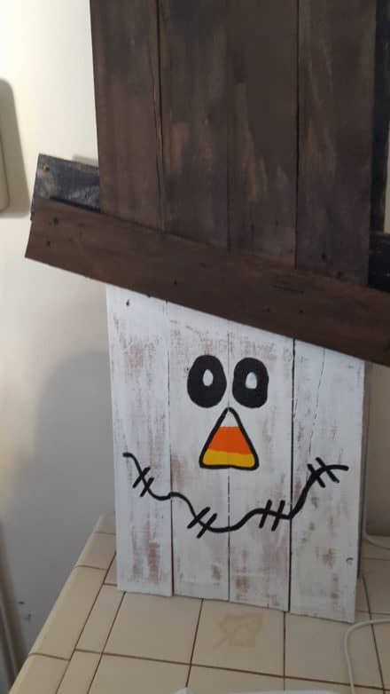 Fall Decor Project: Pallet Snowman from Discarded Pallets