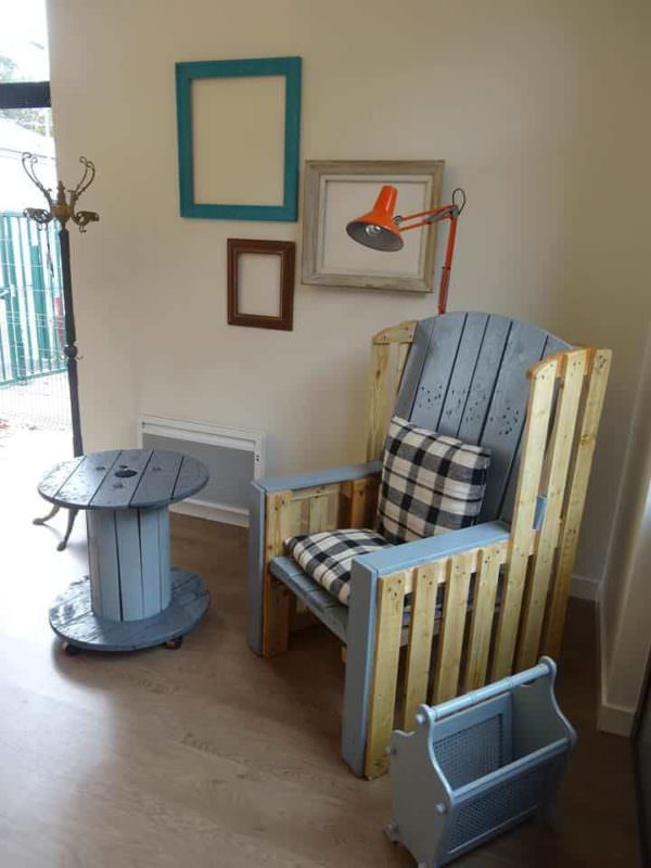 Grandma's Armchair Revisited With Pallets Pallet Benches, Pallet Chairs & Stools