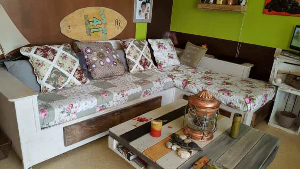 Shabby Chic Sofa From Recycled Pallets Pallet Sofas & Couches