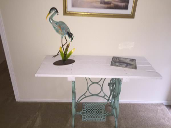 Accent Piece From An Old Sewing Machine Stand & Pallet Board Pallet Desks & Pallet Tables