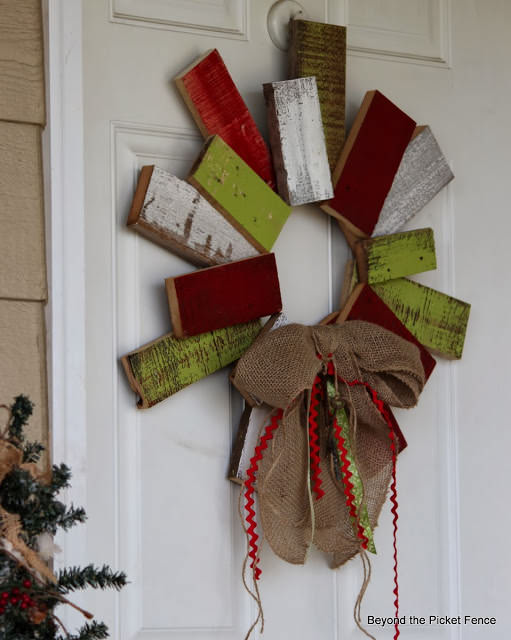 Christmas pallet front door wreath made from painted pieces of pallet ...