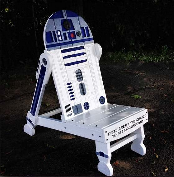 13 star wars creations from recycled pallets pallet. Black Bedroom Furniture Sets. Home Design Ideas