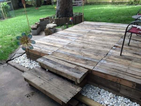 How I Made A Pallet Deck Pallet Ideas 1001 Pallets