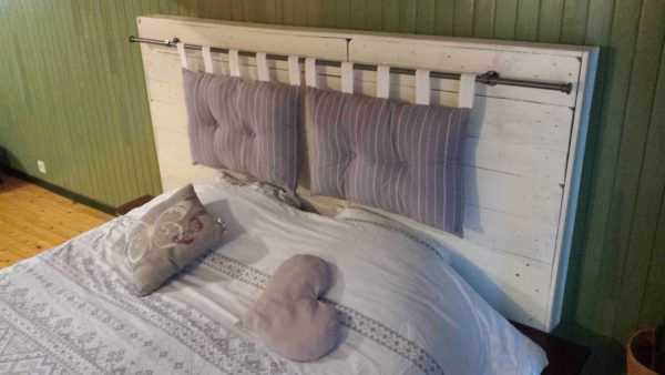 Pallet Bed Headboard by Nico / Tête De Lit by Nico DIY Pallet bed headboard and frame - Pallet Bedroom