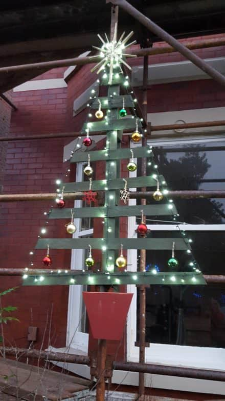 "Posts found with ""christmas decorations"" • 1001 Pallets"