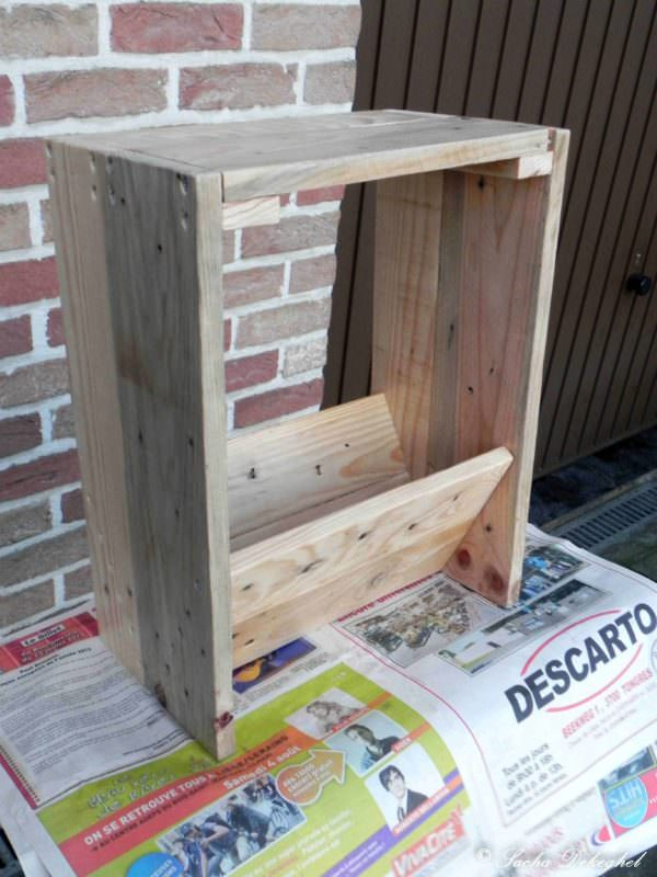 Porte Journaux / Newspaper Pallet Holder Pallet Cabinets & Wardrobes