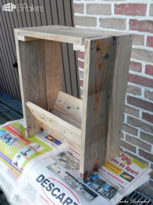 porte journaux newspaper pallet holder 1001 pallets. Black Bedroom Furniture Sets. Home Design Ideas
