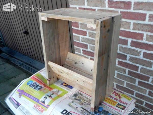 Porte Journaux / Newspaper Pallet Holder Pallet Cabinets & Pallet Wardrobes