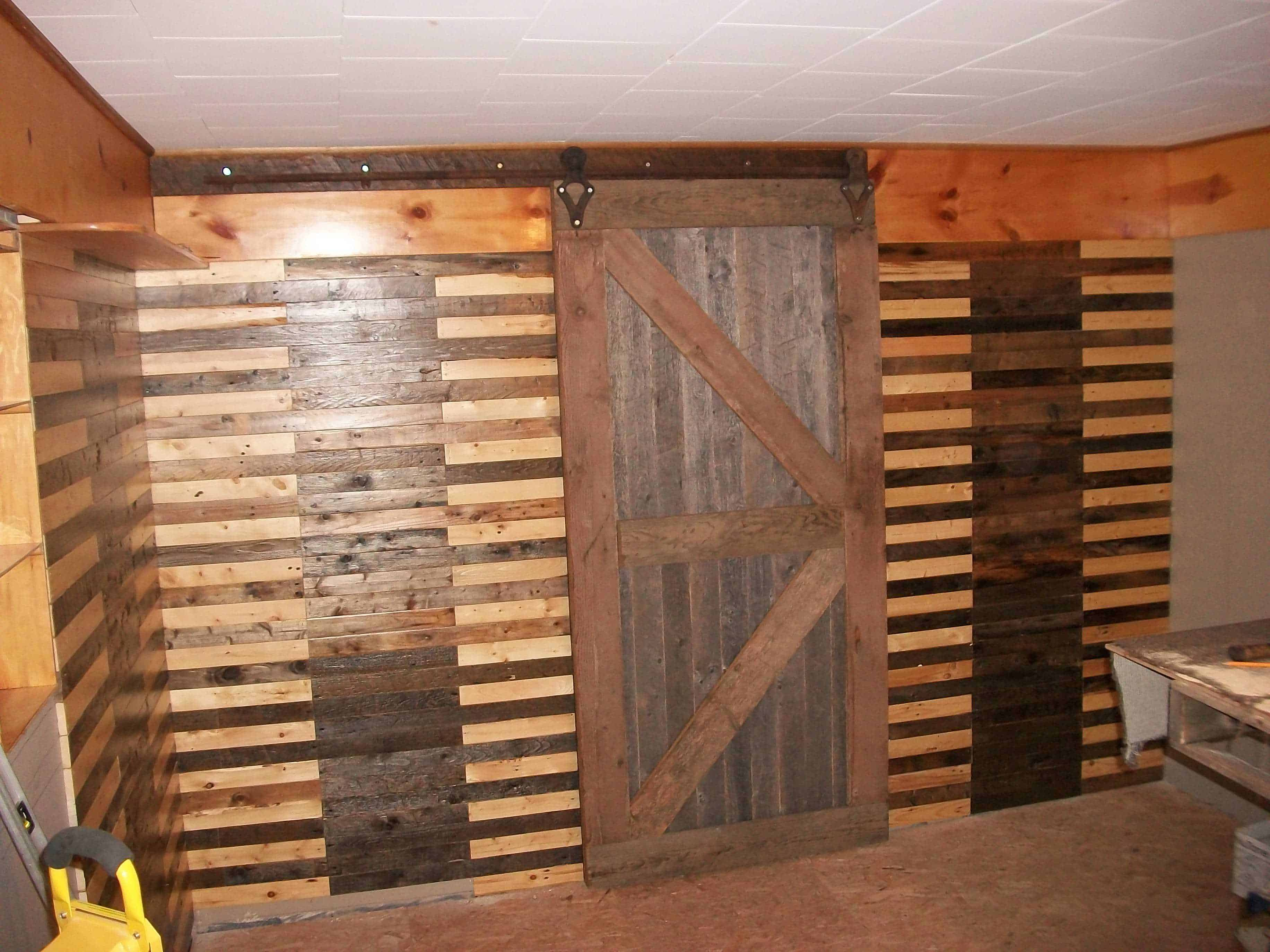 walls sliding barn door made from pallets 1001 pallets. Black Bedroom Furniture Sets. Home Design Ideas