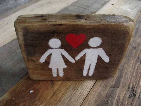 19 Brilliant Valentine's Day Decorations Made out of Pallets