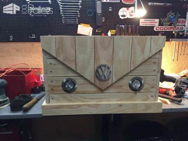 A Pallet Chest That Looks like a Vintage Van Pallet Boxes & Chests