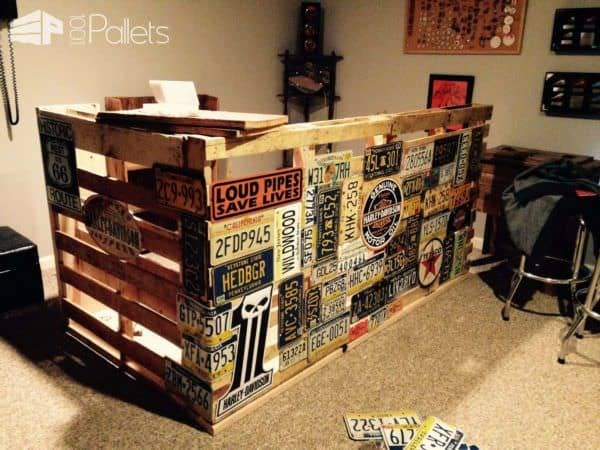Bar Made from Repurposed Pallets & Car Plates DIY Pallet Bars