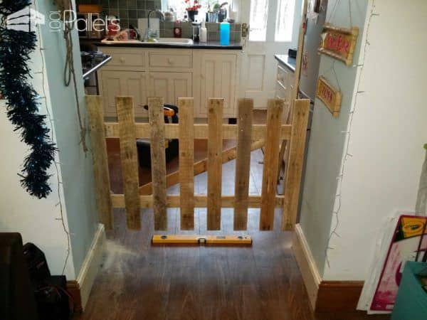 Child/Dog Gate Fun Pallet Crafts for Kids